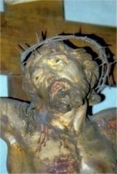 Crucifijo que preside la iglesia