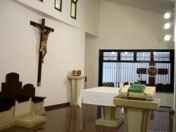 Presbiterio y coro al fondo