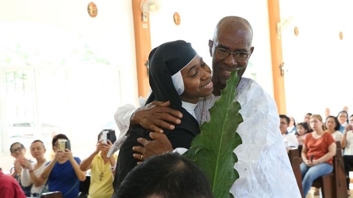 Abrazo a su padre